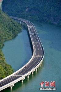 2-Drumul-peste-ape-de-109-km-in-China