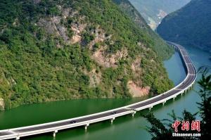 3-Drumul-peste-ape-de-109-km-in-China
